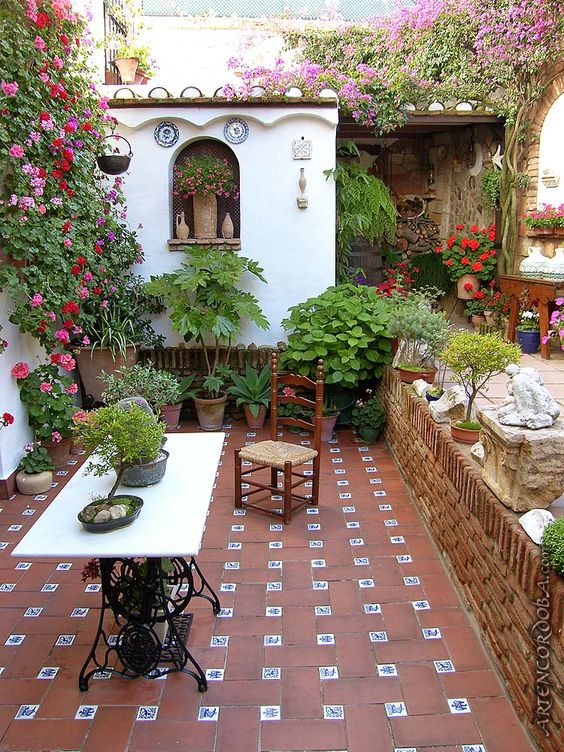 Mexican tile floor and decor ideas for your spanish style for Mexican porch designs