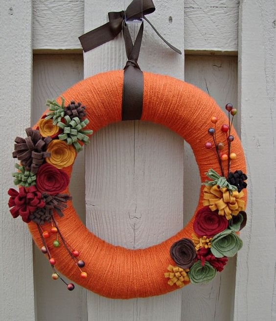 Amazing DIY Yarn Wreaths For Your Inspiration