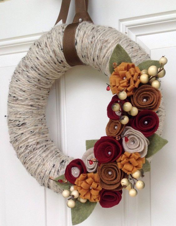 Amazing diy yarn wreaths for your inspiration diy ideas for Amazing wreaths